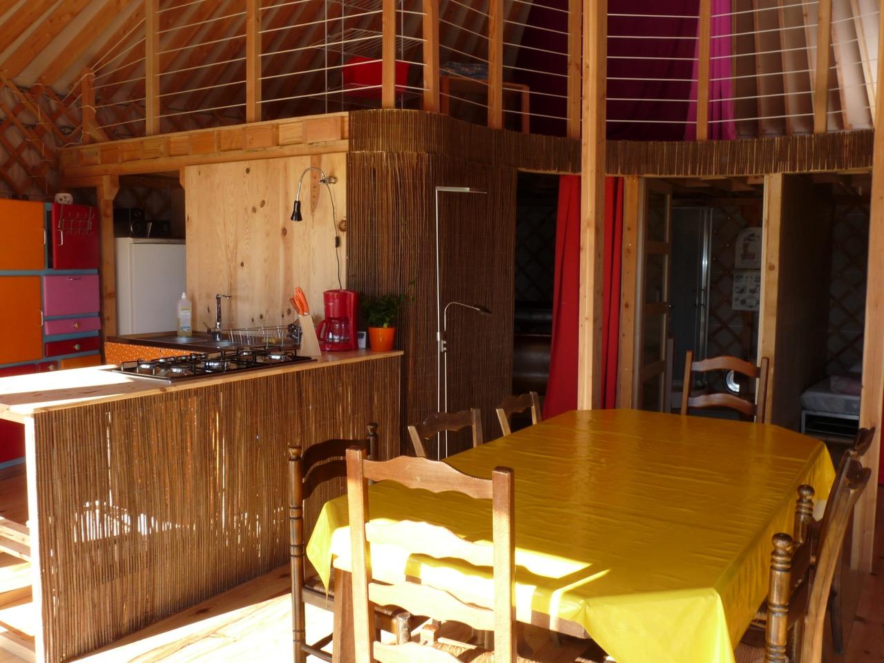 une yourte rt2012 najac. Black Bedroom Furniture Sets. Home Design Ideas